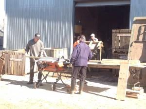 Bénévoles à la réparation des caissons